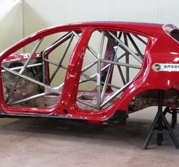 Alfa Romeo Mito and the Alfa Romeo Giulietta with safety cage Sassa roll bar ready to debut in the Italian Touring Car Championship!